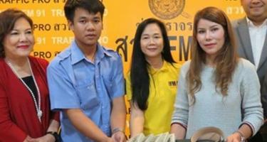 Честный тайский таксист вернул забывчивой пассажирке свою зарплату за 8 лет.